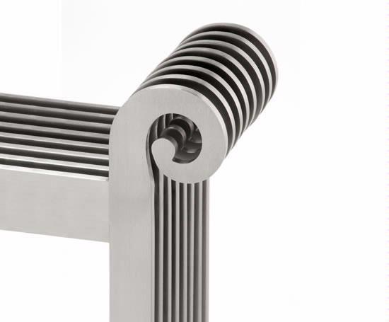 Aeon_Grandeur_designer_radiator Close Up